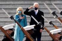 [포토] 군 의장대 사열하는 바이든 미 대통령
