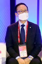 [포토] 한-미 리더스 평화전략 대화 참석하는 홍영표 의원
