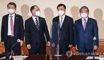 윤석헌 금감원장, 김정태 연임에 절차 투명해야