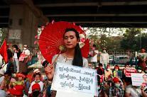 [위기의 미얀마] 미얀마 22222 총파업 돌입...안팎으로 흔들리는 군부, 전환 국면 맞나?