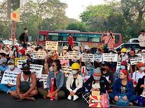 [위기의 미얀마] 美 재무부, 미얀마군 2명 추가 제재…22222 시위 충돌 無