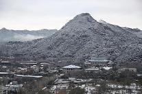 [광화문갤러리] 3월의 첫날에 내린 눈... 하얗게 변한 북악산 설경