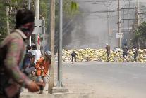 미얀마 시위, 내전으로 발전하나...무장반군 연대투쟁 발언 나와