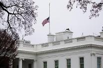 [포토] 애틀랜타 총격 희생자 추모 조기 게양된 미 백악관