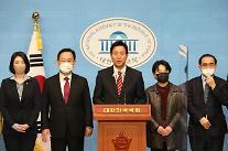 [2021재보궐포토] 지지 호소 기자회견하는 오세훈 후보와 의원들