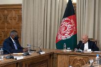 오스틴 美국방, 아프간 깜짝 방문...탈레반 평화협정·철군 시한 논의