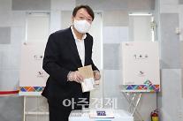 [포토] 투표하는 윤석열 전 검찰총장