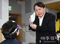 윤석열 사전투표로 첫 공개행보…대권 질문에 묵묵부답