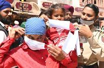 인도, 세계 3번째 하루 10만명 확진 국가...방역 무관심 속 뭄바이 봉쇄 수순