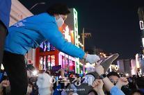 [4‧7 재보선] 지지자와 인사나누는 박영선 후보