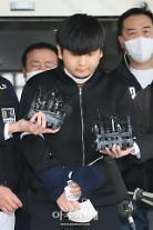 [포토] 얼굴 공개되는 김태현