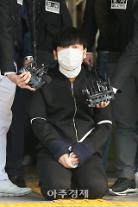 [포토] 무릎 꿇고 사죄하는 김태현