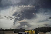 카리브해 섬 화산폭발로 1만6000명 대피... 후속 폭발 경고