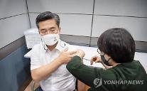 서욱 국방, AZ 백신 접종...국민 불안감 해소 동참
