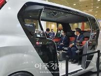 """[르포] """"하이 엘지"""" 현대차 임원도 'LG 커넥티드 카' 눈독…월드IT쇼 인산인해"""
