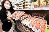 떨어지지 않는 계란값… 정부 4월 수입량 2500만→4000만개로 확대