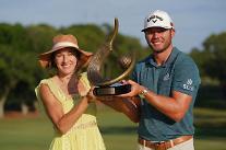 샘 번스, 생애 첫 PGA 우승