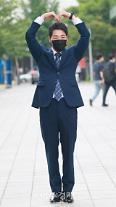 [포토] 주영진의 뉴스브리핑 박군, 인기 실감, 눈만 보고도 알아봐준다