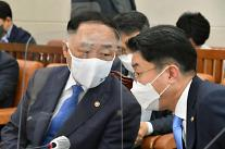 홍남기 소상공인 손실보상 재원 확대 고민...책임지고 보상할 것