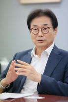 """[아주초대석] 원희목 회장 """"제약·바이오산업 역량이 곧 국가의 경쟁력"""""""