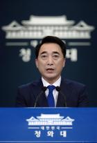 """靑 """"남북 통신연락선 복원, 북미 대화 재개 출발되길"""""""