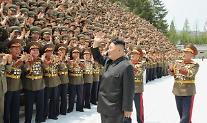 김정은, 사상 첫 전군지휘관 강습 주재...핵 언급 자제