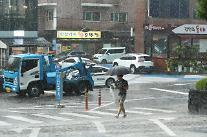 [내일 날씨] 금요일 곳곳 소나기…주말까지 비