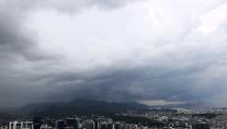 [내일날씨] 일요일도 계속되는 빗줄기...경상권은 31도 더위
