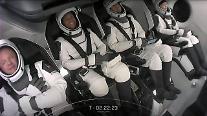 스페이스X 우주 관광선 발사 성공...사흘간 지구궤도 여행