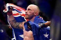 [종합] UFC 페더급 왕좌 지킨 볼카노프스키