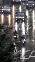 [내일날씨] 전국 흐리고 비...중부지방, 천둥·번개 동반한 20~70㎜ 강수량