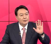 '부적', '손가락 위주'…윤석열, 연일 꼬이는 대처에 洪 압박 공세