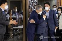 """'與 승리 위해 소임' 설훈, 이재명과 포옹…李 """"결단 감사"""""""
