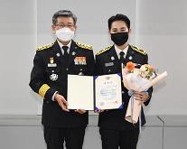 [슬라이드 화보] 명예소방관 김희재, 제복 입고 늠름한 자태