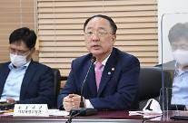 [2021 국감] 홍남기 유류세 인하 검토 중...다음주 발표 예정