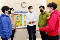 신학철 LG화학 부회장, MZ세대 직원들에게 소통팁 전수받는다