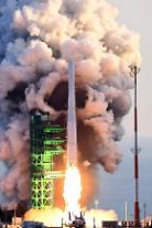 [아주 정확한 팩트체크] 2030년 달 착륙 목표 첫 우주발사체 누리호, 외교적 의미는?