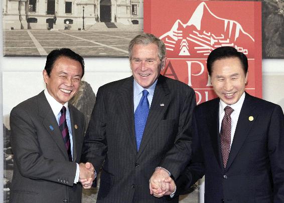 .[영문] APEC leaders promise not to raise new barriers to investment, trade.