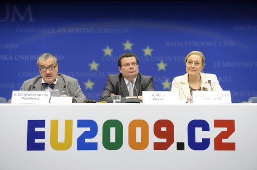 .[영문] EU takes Iranian group off terror blacklist .