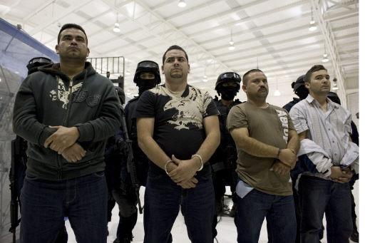 .[영문] Mexico increases airport security after robberies  .