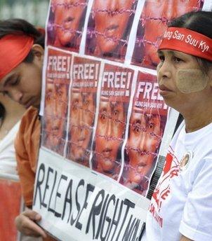 New Myanmar Party Splits Opinion in Voting Debate