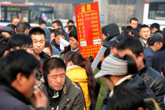 青岛:进城务工高峰还将持续