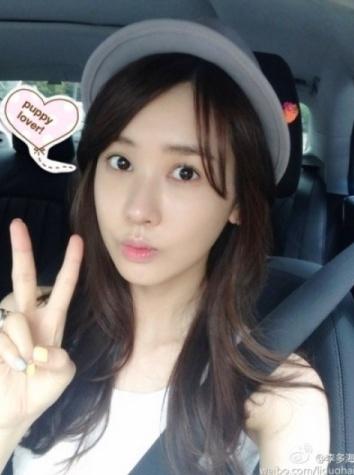 Actress Da-hae Lee posts her selfie in her car