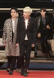 .K-pop band SHINee received the Best Artist of the Year Award.