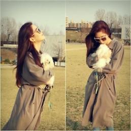 .Girls' Generation member Seo-hyun posts photos of her and her pet Tofu enjoying warm Spring weather.