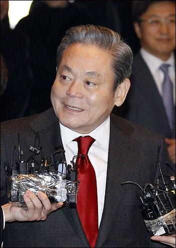 李健熙个人资产逼近13万亿韩元 继承税最高达5亿