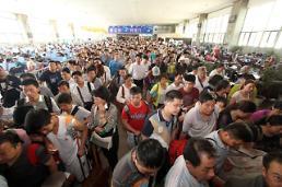 """.端午假期遭遇""""六一"""" 中国铁路预发旅客3210万人次."""
