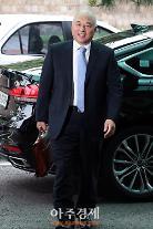 ムン・チャングク自主的に辞退 世論69.8%...パク大統領の選択に注目