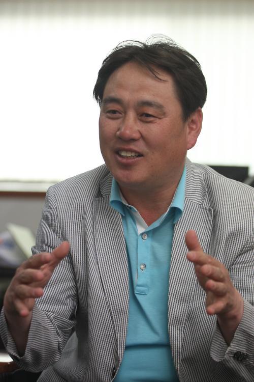 """[아주초대석] 김원길 바이네르 대표, """"잘 놀아야 일도 열심히 하지 않겠습니까"""""""