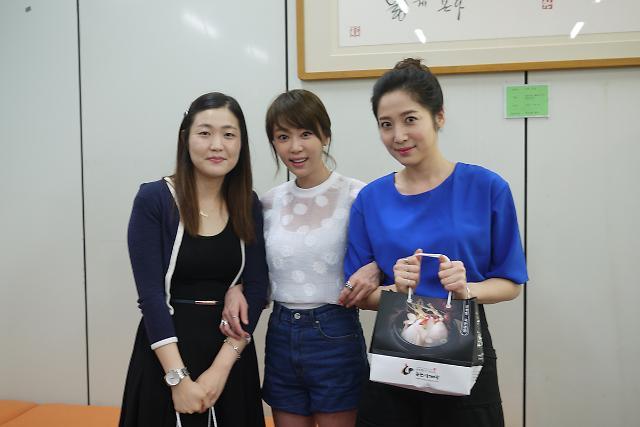 '내 연애의 기억' 강예원·박그리나, 오피스 어택…말복 닭 쐈다